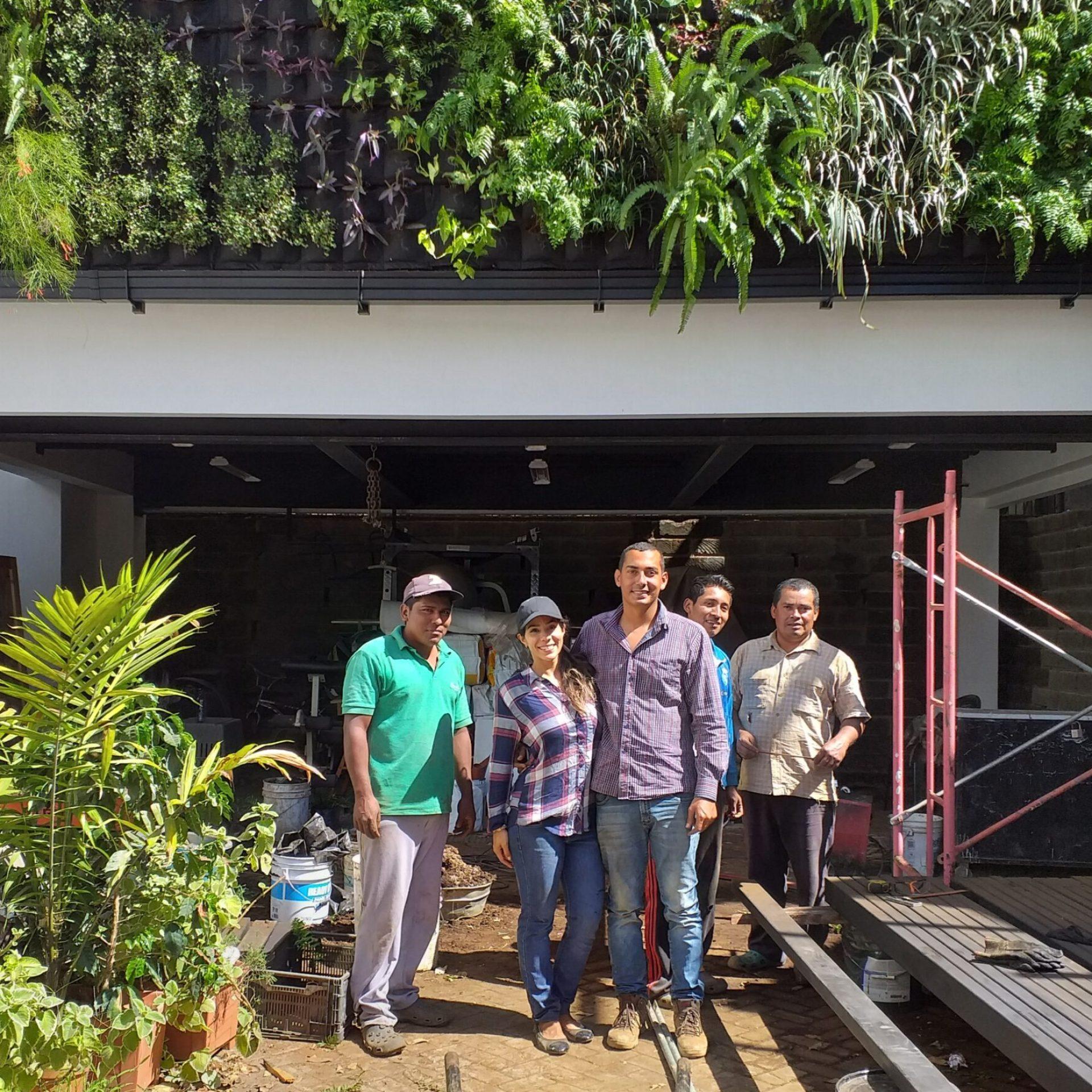 Equipo de Nova Jardines, Pared verde Residencia Privada
